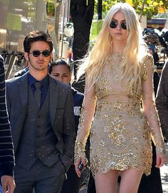 Taylor Momsen and Connor Paolo on the set of Gossip Girl