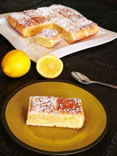 Lemon and mascarpone cake - what& good on the menu with Sandra? Gourmet Recipes, Dessert Recipes, Mascarpone Cake, Kolaci I Torte, Cake & Co, Cordon Bleu, Dessert Bars, Diy Food, Week End