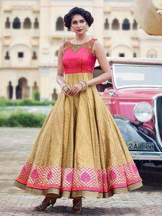Золотистое с розовым длинное платье в пол, без рукавов, украшенное вышивкой люрексом