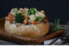 Kawa cynamonem pachnąca: GULASZ Z KASZĄ GRYCZANĄ W BUŁCE ZAKAMUFLOWANY Baked Potato, Potatoes, Baking, Ethnic Recipes, Food, Bread Making, Meal, Patisserie, Potato