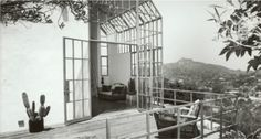 THE KALFUS STUDIO, CALIFORNIA The 1981 studio was the first free-standing structure designed by Steven Ehrlich in Los Angeles in the garden of Neutra's Loring house. Built to be his first architectural studio, Ehrlich started his firm in 1979 after working with the Peace Corps in Africa.