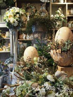 "Blog Kwiaciarni ""Pod Żółtą Różą"" » kwiaciarnia Easter Treats, Egg Decorating, Easter Decor, Green Wedding, Easter Eggs, Jar, Table Decorations, Spring, Holiday"