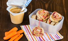 Strawberry Peanut Butter Roll Ups: school lunch ideas Easy School Lunches, School Lunch Box, Recipe For Mom, Mom's Recipe, Easy Snacks, Healthy Snacks, Healthy Afternoon Snacks, Peanut Butter Roll, Best Meatloaf