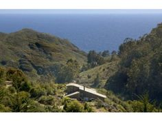 mickey muennig architect, big sur.  this is the home we spent our wedding weekend at.  love.