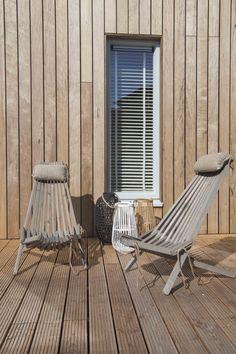 Houten stoelen ecofurn vakantiehuisje Noordwijk aan zee
