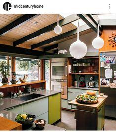 Modern mid century kitchen remodel ideas Most Popular Kitchen Design Ideas on 2018 & How to Remodeling KitchenRemodeling Interior Design Minimalist, Modern Kitchen Design, Modern House Design, Mid-century Interior, Kitchen Interior, Kitchen Decor, Kitchen Ideas, Kitchen Lamps, Kitchen Lighting