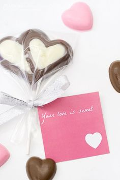Valentines Chocolate Molds and Free Printables - Make these sweet chocolates with your kids and give them as Valentine's Day gifts.