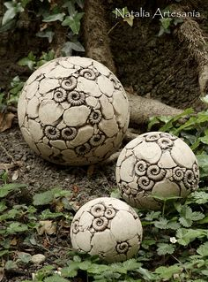 Ammonitenkugel * Dekokugel * Gartenkeramik Ceramic Art, Garden Sculpture, Ceramics, Outdoor Decor, Pottery Ideas, Figurines, Ceramica, Pottery, Porcelain