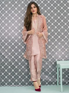 One of the shining names in the Pakistan Fashion industry, Zainab Chottani has recently released her latest and luxury Zainab Chottani Festive Eid Collection 2018 Party Wear Dresses. Simple Pakistani Dresses, Simple Gowns, Pakistani Dress Design, Designer Party Wear Dresses, Kurti Designs Party Wear, Indian Designer Outfits, Stylish Dress Designs, Stylish Dresses, Fashion Dresses