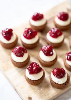 Tea Cakes, Mini Cakes, Cupcake Cakes, Baking Recipes, Cookie Recipes, Dessert Recipes, High Tea Food, Baking Bad, Tea Snacks