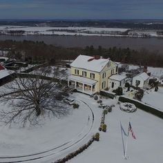 Are you still blanketed in snow in your hometown? #mossmountainfarm #mossmountaindaily #sharethebounty #wintertime #homestead #comeseeus #snowy