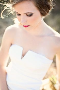 Berry Lips — photography by Urban Grey Photography | 10 fall wedding looks for the autumn bride