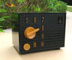 Vintage 50's Small Emerson 708B Tube Radio Black Bakelite Works | eBay