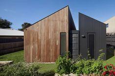 Cette maison côtière en Australie est une réalisation de Coy Yiontis Architects pour un couple de retraités ayant un faible pour les voyages. Entre deux es