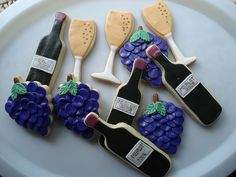 How to pair wine with your favorite cookies: Oatmeal Raisin Cookies, Peanut Butter Cookies, Chocolate Chip Cookies, Coconut Macadamia Cookies, Shortbread Cookies, Gingerbread Cookies, and Almond Biscotti http://eat.snooth.com/articles/how-to-pair-wine-with-cookies/