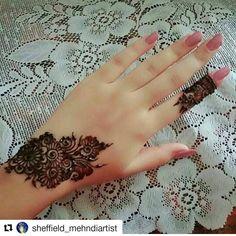 Post by Shabnam 💖💖shaba💖💖 ( on mehendi Finger Henna Designs, Mehndi Designs For Girls, Modern Mehndi Designs, Mehndi Design Pictures, Unique Mehndi Designs, Mehndi Designs For Fingers, Beautiful Mehndi Design, Latest Mehndi Designs, Henna Tattoo Designs