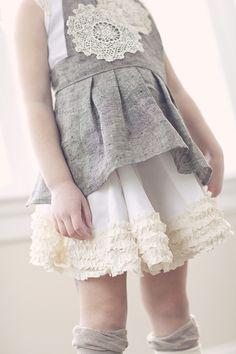A Midsummer´s Mini Collection ⎮ The Measure Dentelle ou crochet sur gris Fashion Kids, Little Girl Fashion, Toddler Fashion, Look Fashion, Fashion Models, Fru Fru, Dresses Kids Girl, Cute Outfits For Kids, Online Dress Shopping