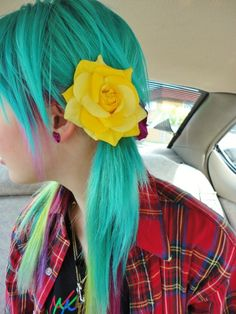 Aqua hair and a yellow rose x>>OMGosh! I LOVE the bright! Mint Hair, Aqua Hair, Yellow Hair, Green Hair, Teal Green, Blue, Funky Hairstyles, Pretty Hairstyles, Turquoise Hair Dye