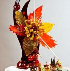 This isn't your average autumn sculpture. L'art Du Fruit, Fruit Art, Dale Chihuly, Pulled Sugar Art, Marzipan, Food Sculpture, Wooden Sculptures, Creative Food Art, Chocolate Sculptures