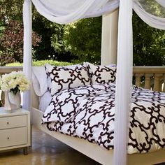Three-piece 100% cotton sateen bedding set with quatrefoil motifs. Includes one duvet and two shams.