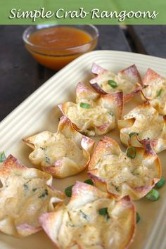 Easy Baked Crab Rangoon with Cream Cheese via Amazing, homemade, healthier crab rangoon within 25 minutes! They are perfect for parties, great for snacking and can definitely be a full dinner. Great Appetizers, Appetizer Recipes, Crab Appetizer, Wonton Recipes, Seafood Appetizers, Seafood Salad, Potato Recipes, Vegetable Recipes, Dinner Recipes