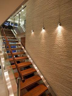 Funkcjonalne oświetlenie schodów