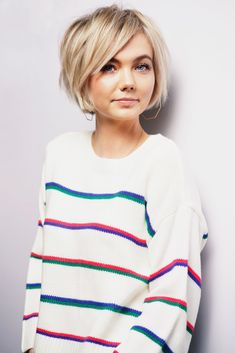 Short Blunt bob - - Kurzer stumpfer Bob - - , Short Blunt bob - - , curl hairstyle Source by Blunt Bob Hairstyles, Hairstyles For Round Faces, Short Ladies Hairstyles, Hairstyles 2018, Popular Short Hairstyles, Easy Hairstyles, Anime Hairstyles, School Hairstyles, Blonde Short Hairstyles