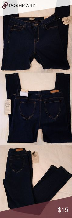 NWT Ci Sono Skinny Jeans NWT, these soft body sculpting denims will flat flatter your shape! Ci Sono Jeans Skinny