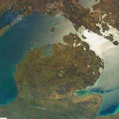 Near the center of the state you can see two large lakes. The southern one is Houghton Lake. It's the largest inland lake in Michigan. The northern one is Higgins Lake. All of Northern Michigan is beautiful! Michigan Travel, State Of Michigan, Detroit Michigan, Northern Michigan, Muskegon Michigan, Flint Michigan, Niles Michigan, Michigan Facts, Michigan Water