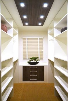Walk In Closet Ideas - Trying to find some fresh ideas to renovate your closet? Visit our gallery of leading deluxe walk in closet design ideas as well as photos. Diy Walk In Closet, Organizing Walk In Closet, Walk In Closet Design, Walking Closet, Bedroom Closet Design, Small Walkin Closet, Wardrobe Closet, Closet Designs, Closet Organization
