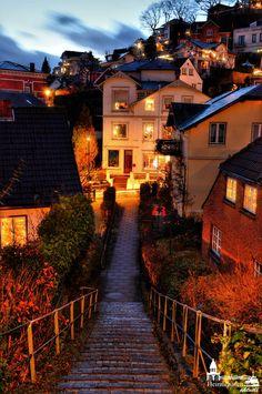 Treppenviertel in Blankenese... Hier bekommt man so richtiges Urlaubsfeeling :-) www.heimathafen-aktuell.de