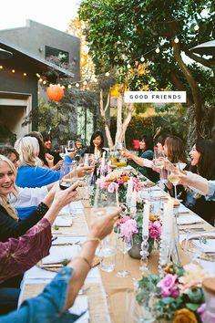 We believe great friendships grow naturally . . . but great dinner parties certainly help. :) Props to @designlovefest