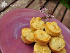 Nuestra famosa tortilla de patatas pero un poco aderezada y presentada en tamaño bocado, ese tamaño que tanto me chifla. Mas que la receta...