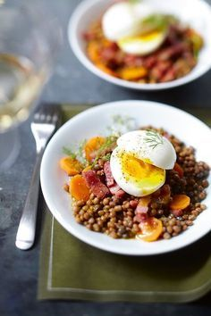 Lentil salad with curry, boiled egg and bacon - Breakfast Recipes Healthy Cooking, Healthy Dinner Recipes, Healthy Snacks, Healthy Eating, Vegan Recipes, Quick Healthy Breakfast, Breakfast Recipes, Breakfast Ideas, Caprese Salat