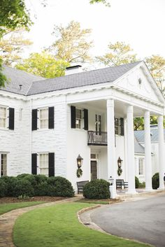 The Mountain Brook Club of Birmingham, Alabama is perfect for an elegant, southern wedding