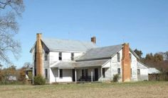 Big old farm house. With a little help. : Big old farm house. With a little help. Abandoned Farm Houses, Old Farm Houses, Abandoned Places, White Farmhouse, Farmhouse Homes, Farmhouse Chic, Farmhouse Plans, Colonial, Fixer Upper House