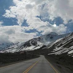 Cordilheira dos Andes Divisa Argentina e Chile. #chile #argentina by viajarecurtir