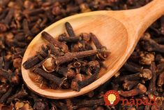 Clove oil uses range from reducing toothaches, eliminating acne, kill candida and using it for DIY home remedies. Clove oil benefits the body with it& antimicrobial, anti-fungal, its anti-parasite properties. Clove Oil Uses, Clove Oil Benefits, Health Benefits, Natural Medicine, Herbal Medicine, Home Remedies, Natural Remedies, Clove Essential Oil, Gastro