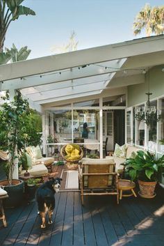 Summer style!! Wonderful covered terrace with lots of light, white and green with wood tones too!