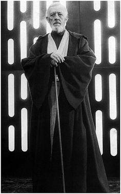 "- Sir Alec Guiness as Ben ""Obi-Wan Kenobi"" on the set of Star Wars Episode IV: A New Hope"". Sith, Reine Amidala, Star Wars Art, Star Trek, Anniversaire Star Wars, Photos Rares, Alec Guinness, Episode Iv, A New Hope"