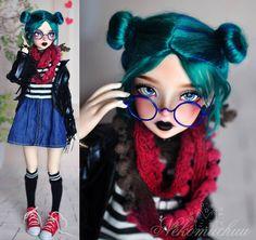 She is intense! #nekomuchuu #minifee #minifeelucywen #lucywen #doll #dollstagram #dollfairyland #bjd #goth #tealhair #yarnwig…