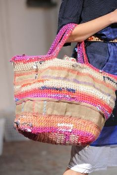 Daniela Gregis at Milan Fashion Week Spring 2016 - Details Runway Photos Crochet Handbags, Crochet Purses, Crochet Bags, Women's Handbags, Yarn Bag, Knit Basket, Boho Bags, Knitted Bags, Crochet Fashion
