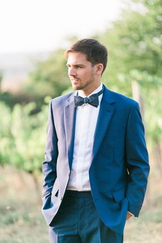 groom shooting in vineyards - Karin Molzer