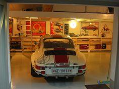 Nice Porsche garage.....
