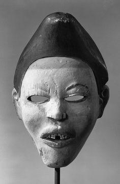 Mask Nganga Diphombe