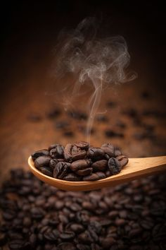 Close up coffee beans on wooden spoon by artintownphotography on – Lebensmittel I Love Coffee, Coffee Break, Best Coffee, Coffee Cafe, Coffee Drinks, Coffee Shop, Starbucks Coffee, Coffee Mugs, Coffee Photos