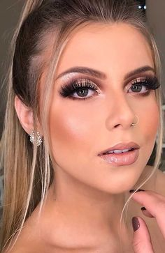 If you need inspiration for beautiful makeup for fall and winter? From natural and nude looks to bold lip colors and smoky eyes. # fall makeup 55 Stunning Makeup Ideas for Fall and Winter Fall Makeup Looks, Wedding Makeup Looks, Winter Makeup, Autumn Makeup, Winter Wedding Makeup, Summer Makeup, Dramatic Wedding Makeup, Wedding Makeup For Brown Eyes, Smoky Brown Eye Makeup