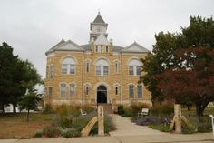 Lincoln County Courthouse (Lincoln, KS) - Built 1900 (Architect C.W. Squires) courthousehistory.com