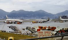 Hong Kong Kai Tak - by Nigel Musgrove Kai Tak Airport, Airplane Photography, Air Photo, United Airlines, International Airport, Hong Kong, Aviation, Past, Places To Visit