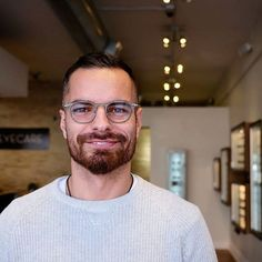 Great opportunity to work with great people :) @villageeyecare photo by @jam.tik #damianchlanda #polishman #digitaldesigner #design #designer #enjoylife #enjoymoments #chicago #eyecare #optometrist #polishighclass #webdesigner #graphicdesigner #uidesigner #lafont #glasses